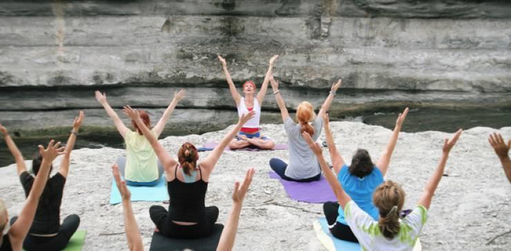 Mit Hatha Yoga entspannt ins Wochenende