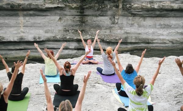 Mit Hatha Yoga entspannt und gestärkt ins Wochenende