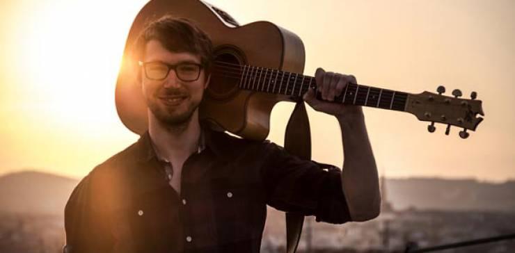 Simon Wahl – solo acoustic guitars